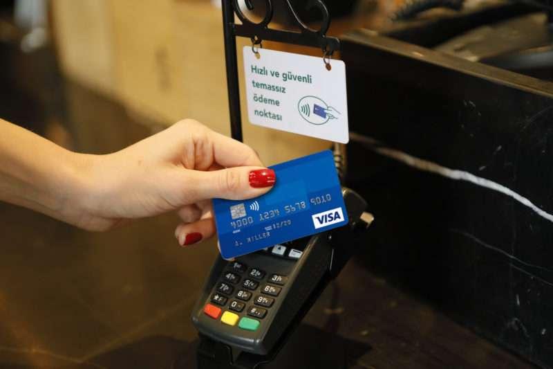Starbucks Türkiye mağazalarında temassız ödeme